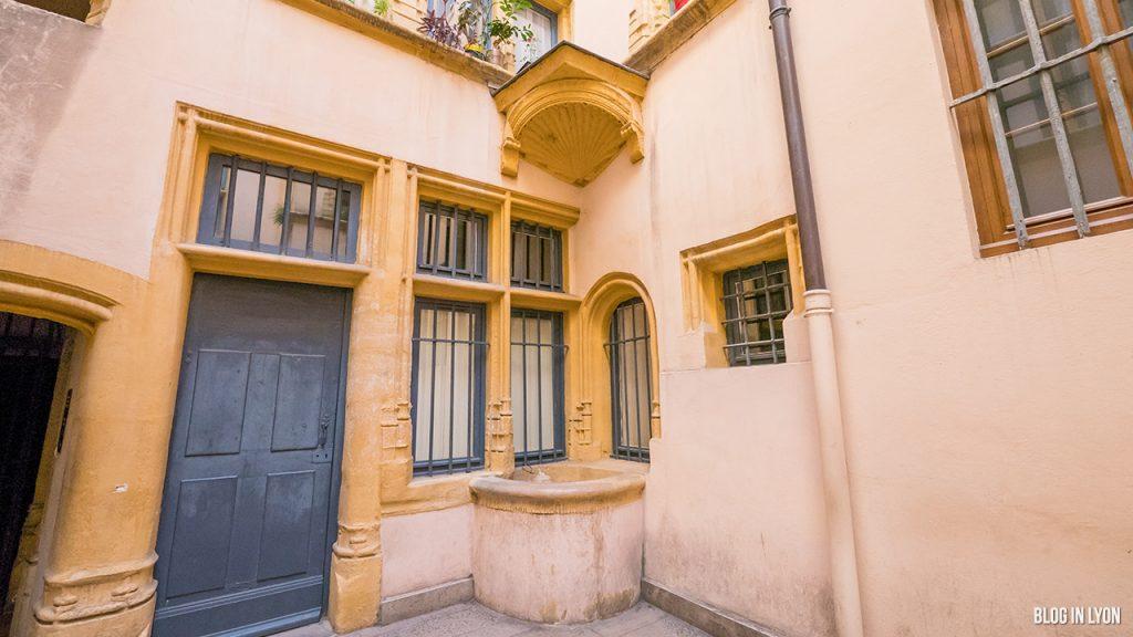 Les traboules du Vieux Lyon - Puits de Hôtel du Gouvernement   Blog In Lyon