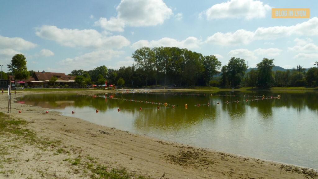 Où se baigner près de Lyon - Lac de Vénérieu | Blog In Lyon